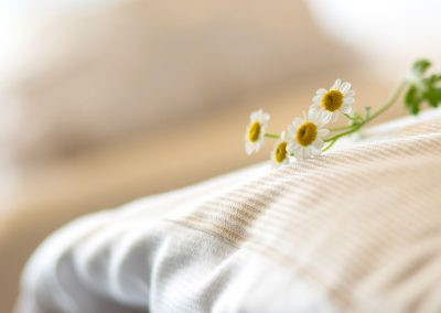 Daisies on top of white bedsheets, a one of a kind atmosphere at the selfness hotel SCHWARZWALD PANORAMA