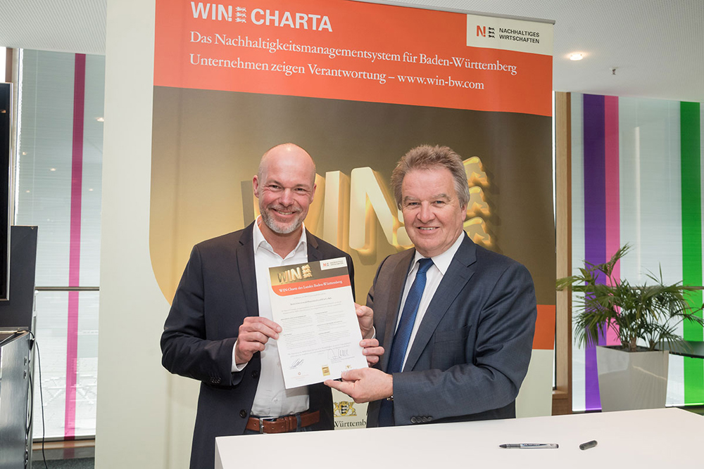 WIN Charta-Award with CEO Stephan Bode.